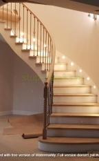 Красивая радиусная бетонная лестница со ступенями из массива дуба целая ламель, с наполнением из кованного радиусного ограждения с выклеенным гнутым в 3-х плоскостях поручнем из массива дуба + ограждение 2-го света.
