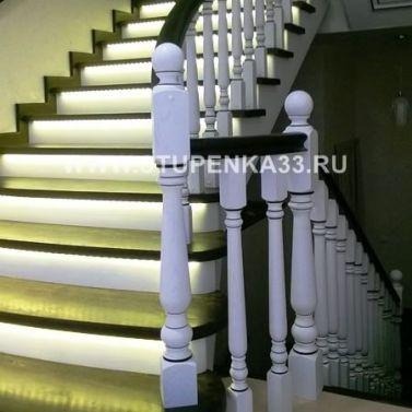 Обшивка массивом ясеня металлокаркаса лестницы