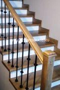 Обшивка бетонной лестницы массивом сосны