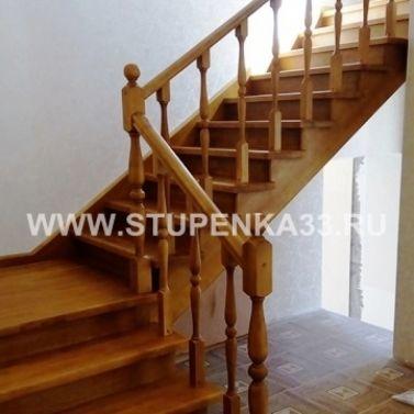 Лестница в комбинации из массива лиственницы и сосны