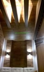 Комплекс интерьерного решения SPA-комплекса из массива дуба с паркетом, порталами и подсветкой декоративных балок.