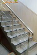 Ограждение из нержавеющей стали на лестнице