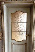Двери из массива для коттеджа