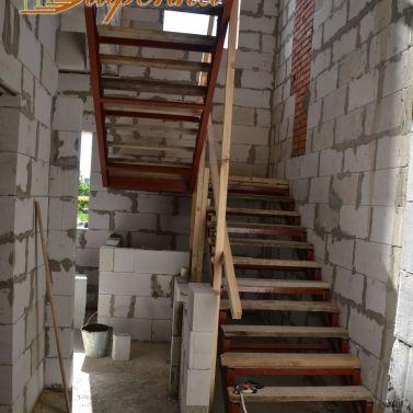 Лестница на сварном металлокаркасе