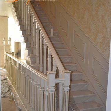 2-е лестницы и декоративные панели из массива ясеня