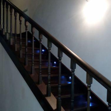 Обшивка лестницы массивом дуба