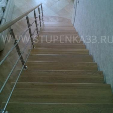 Лестница со ступенями из ясеня