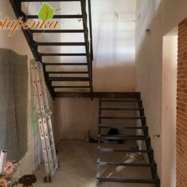 Лестница на металлокаркасе межэтажная